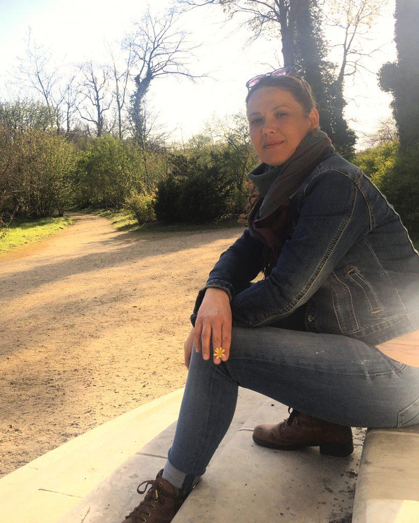 Das Foto zeigt mich, Stefanie Franke, die Gründerin und das Gesicht hinter Mission Ornament.